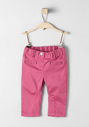 Raztegljive hlače z elastiko v pasu