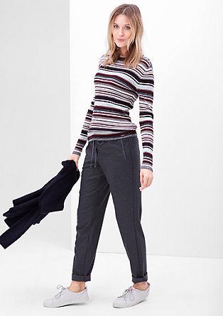 Rebrast pulover s črtami