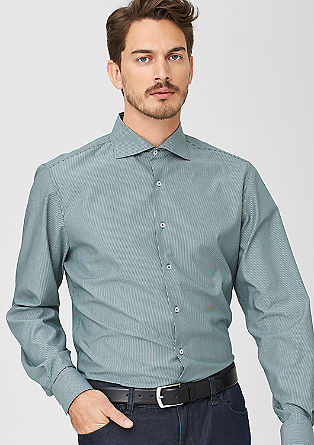 Regular: srajca s tankimi črtami in širokim ovratnikom