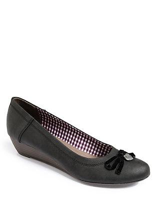 Salonarji s polno peto, ki spominjajo na čevlje za narodno nošo