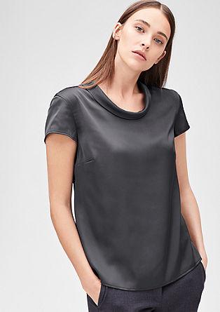 Satenasta bluza z majhnim ovratnikom