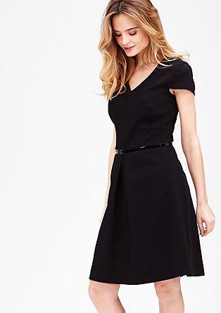 Šaty s grafickým výstřihem