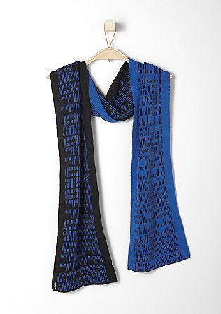 Schal mit Buchstaben-Muster