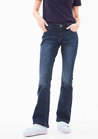 Shape bootcut: garment-washed jeans