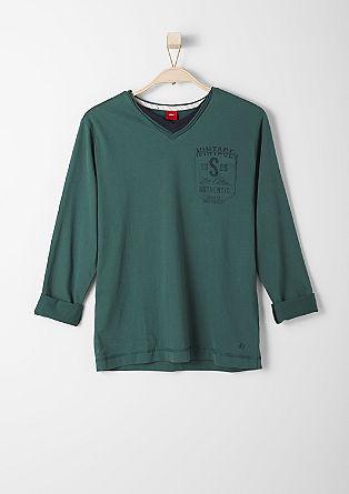 Shirt met een V-hals en een print op de achterkant