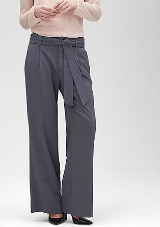 Široke hlače iz blaga s pasom