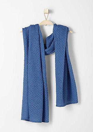 Sjaal van een gestructureerd breisel