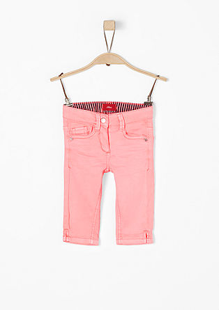 Skinny Kathy: kapri hlače v neonski barvi