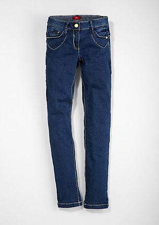 Skinny Suri: Dunkle Jeans
