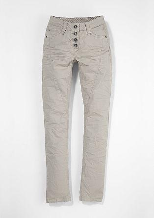 Skinny Suri: jeans hlače z delom z gumbi