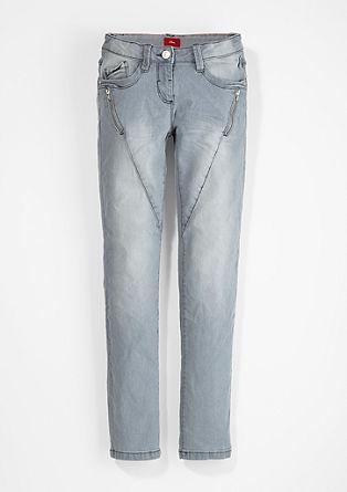 Skinny Suri: jeans hlače z efektnimi šivi