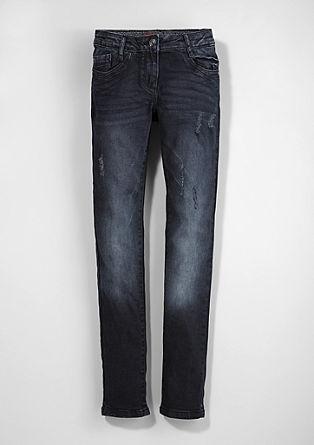 Skinny Suri: temne jeans hlače z raztrganinami