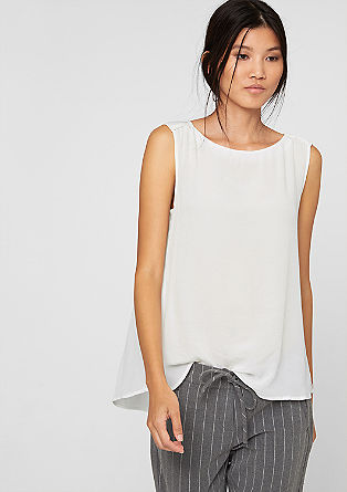 Sleeveless blouse with a mother-of-pearl button from s.Oliver