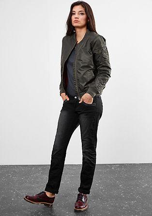 Slim: coloured jeans met studs