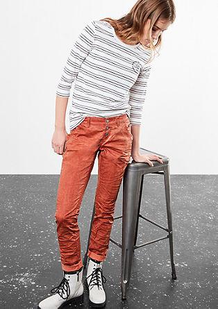 Slim: hlače z zmečkanim učinkom, barvane s hladnim postopkom pigmentiranja