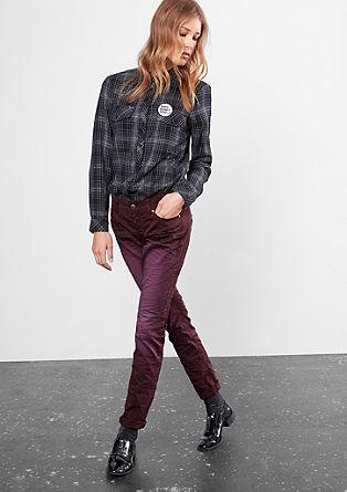 Slim: jeans hlače z efektno barvo