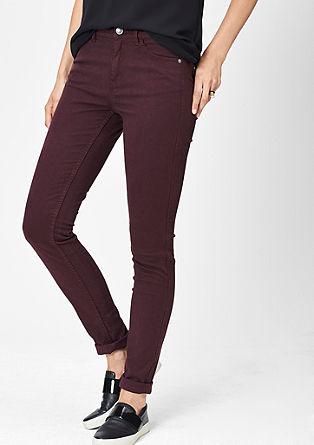 Slim: obarvan raztegljiv jeans