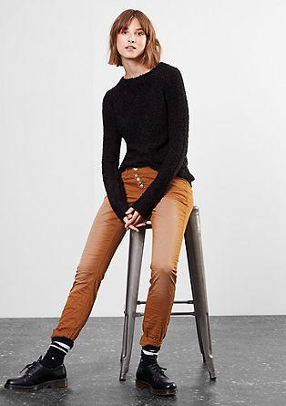 Slim: satenaste hlače z efektno barvo