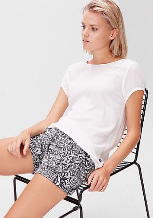 Slim: Shorts mit grafischem Print