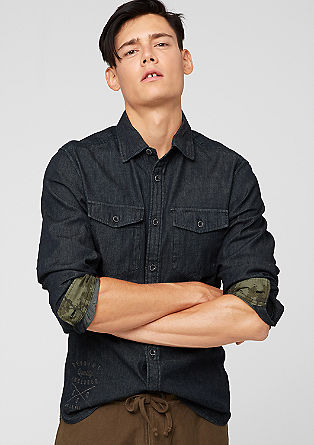 Slim fit: donkerblauw denim shirt