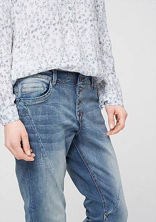 Smart Slim: Used-Jeans mit Knopfleiste