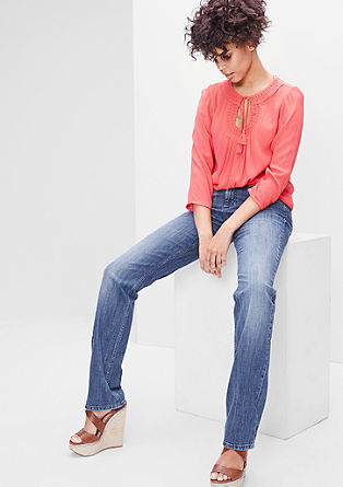Smart Straight: Stretch-Jeans mit Gürtel