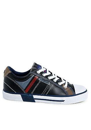 Sneaker mit dynamischen Streifen