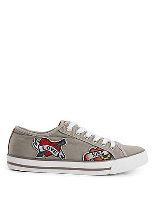 Sneaker mit Patches