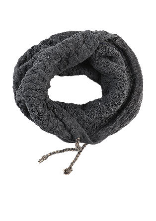 Snood with a cable pattern from s.Oliver