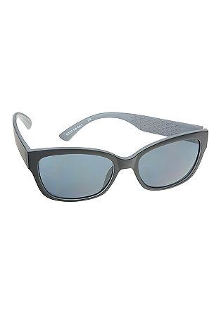Sončna očala z obarvanimi stekli