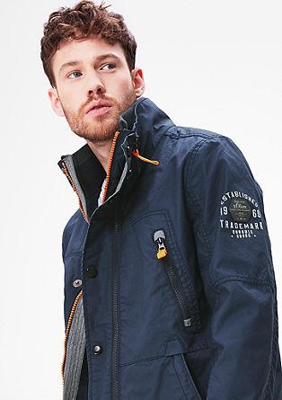 Sportive Jacke mit Kontrasten