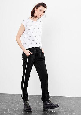 Športne hlače s kontrastnimi črtami