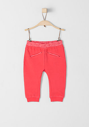 Športne hlače s kontrastno obrobo