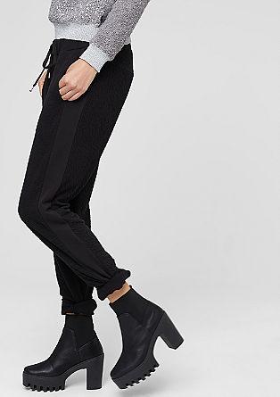 Športne hlače s strukturo mečkanke