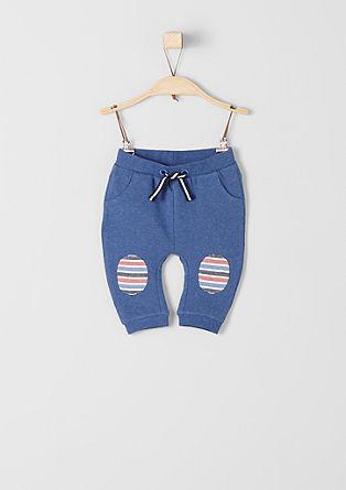 Športne hlače z zaplatami na kolenih