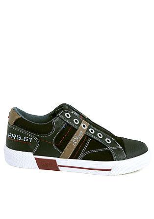 Športni čevlji iz kombinacije materialov, brez vezalk