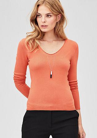 Strakke fijngebreide trui met V-hals
