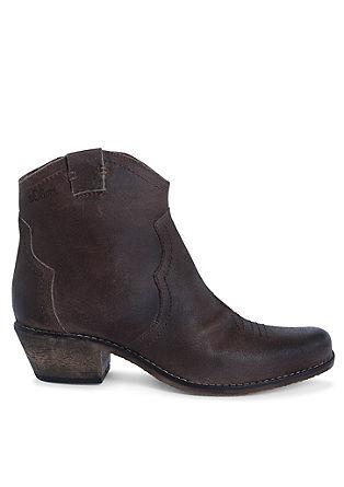 Suède booties in een cowboy look