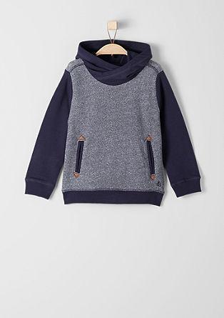 Sweatshirt pulover iz tankega materiala s kapuco