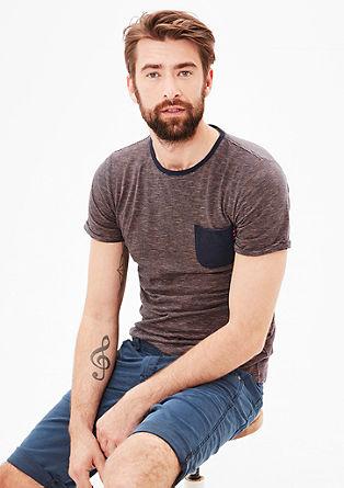 T-Shirt mit feinen Streifen