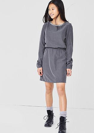 Tailliertes Kleid mit Schmuckkragen