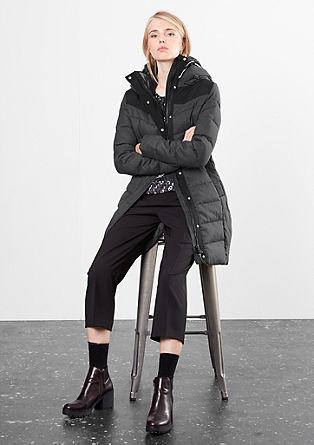 Teplý péřový kabát s kontrasty