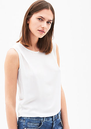 Top with a crêpe front from s.Oliver
