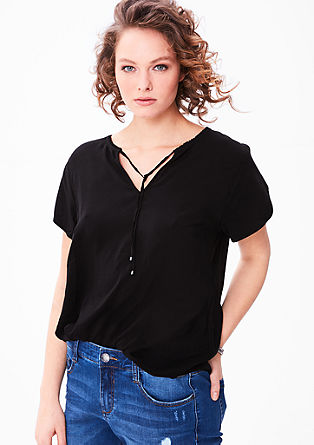 Tuniekblouse met een vrouwelijke halslijn.
