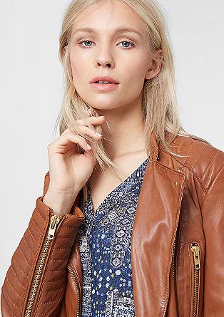 Usnjena jakna z zlatimi okrasnimi zadrgami