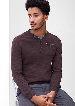 V-pulover z delom z gumbi