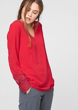 Večslojna bluza s čipko