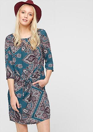 Viskozna obleka z mešanico vzorcev
