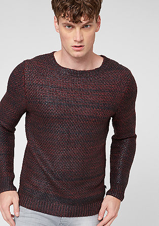 Volnen pulover zrnavega videza