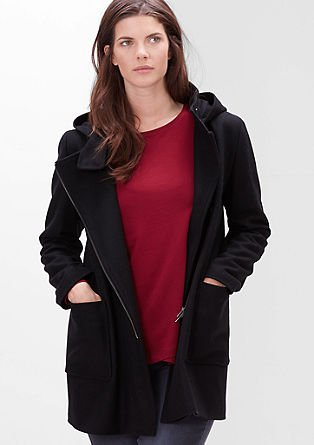 Volnena jakna s kapuco